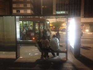 Neue Bushaltestelle groß